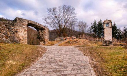 Die Naturparke-Wanderung Rundwanderweg Rotes Tor bei Spitz